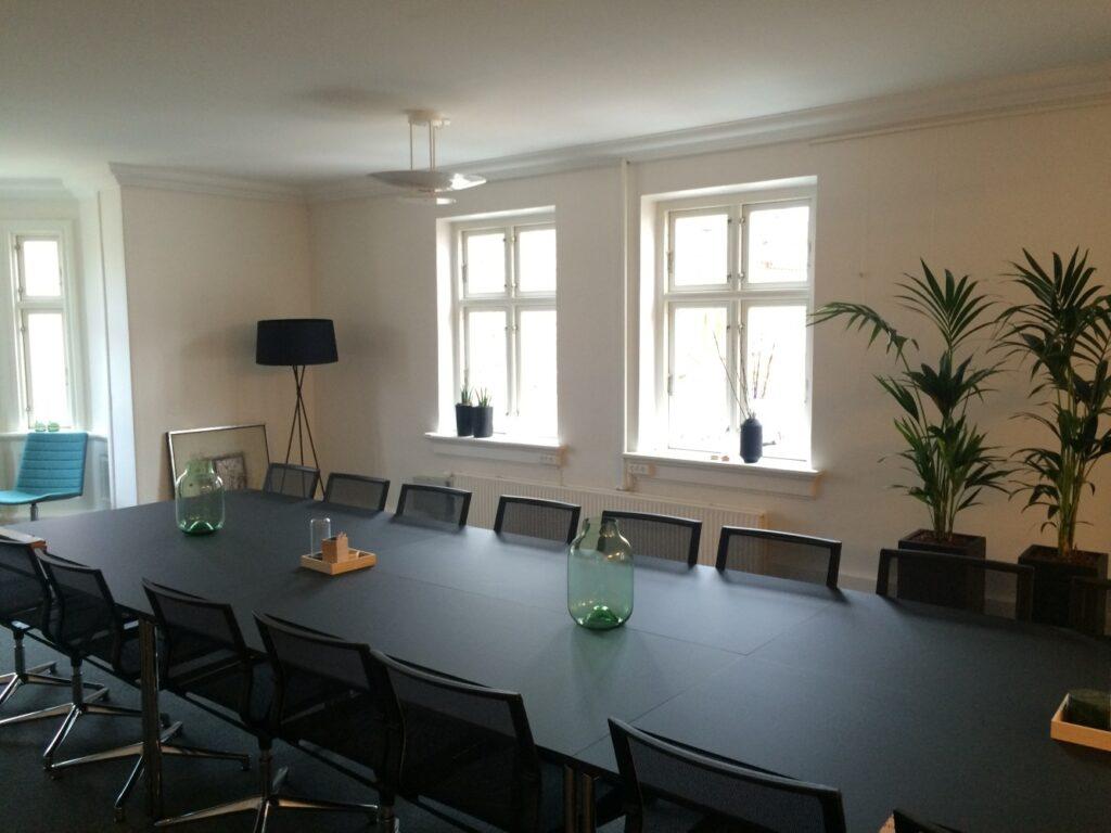 BUILD&BRAND Indretning hos Fynske Bank Odense mødelokaler